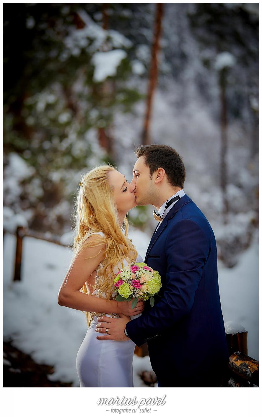 Fotografii de cuplu iarna in Brasov