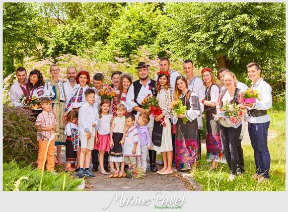 Cununie civila in costume traditionale romanesti