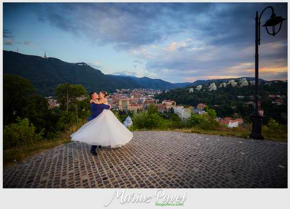 Sedinta foto trash the dress in centrul vechi din Brasov